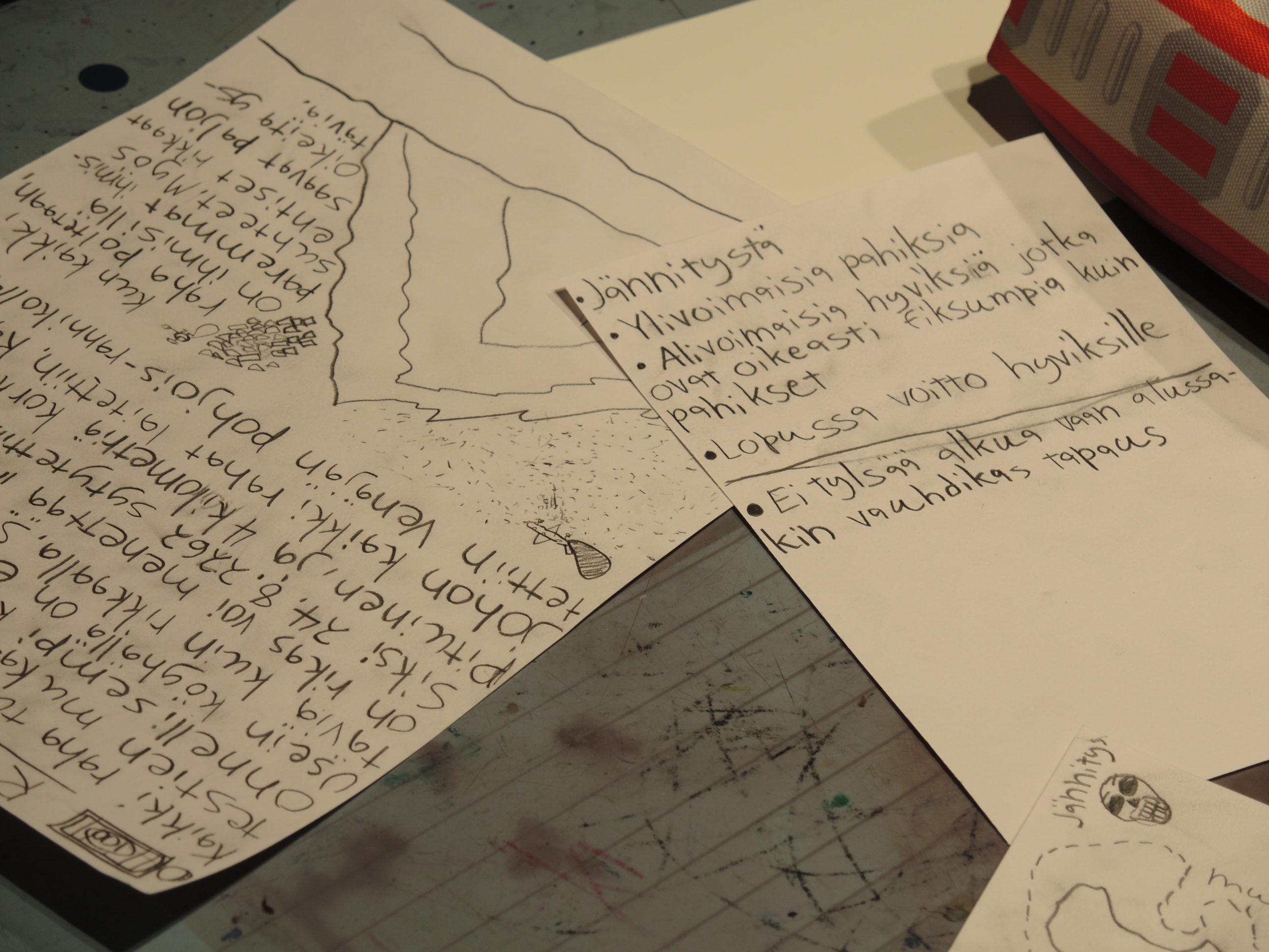 Lapsen tekemiä tehtäviä paperilla