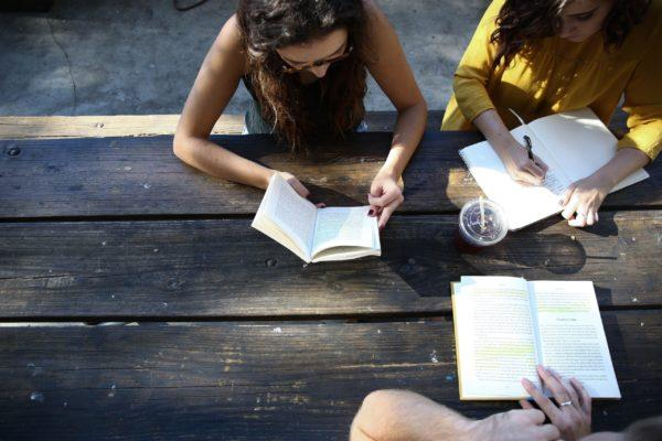 Nuoret lukevat yhdessä